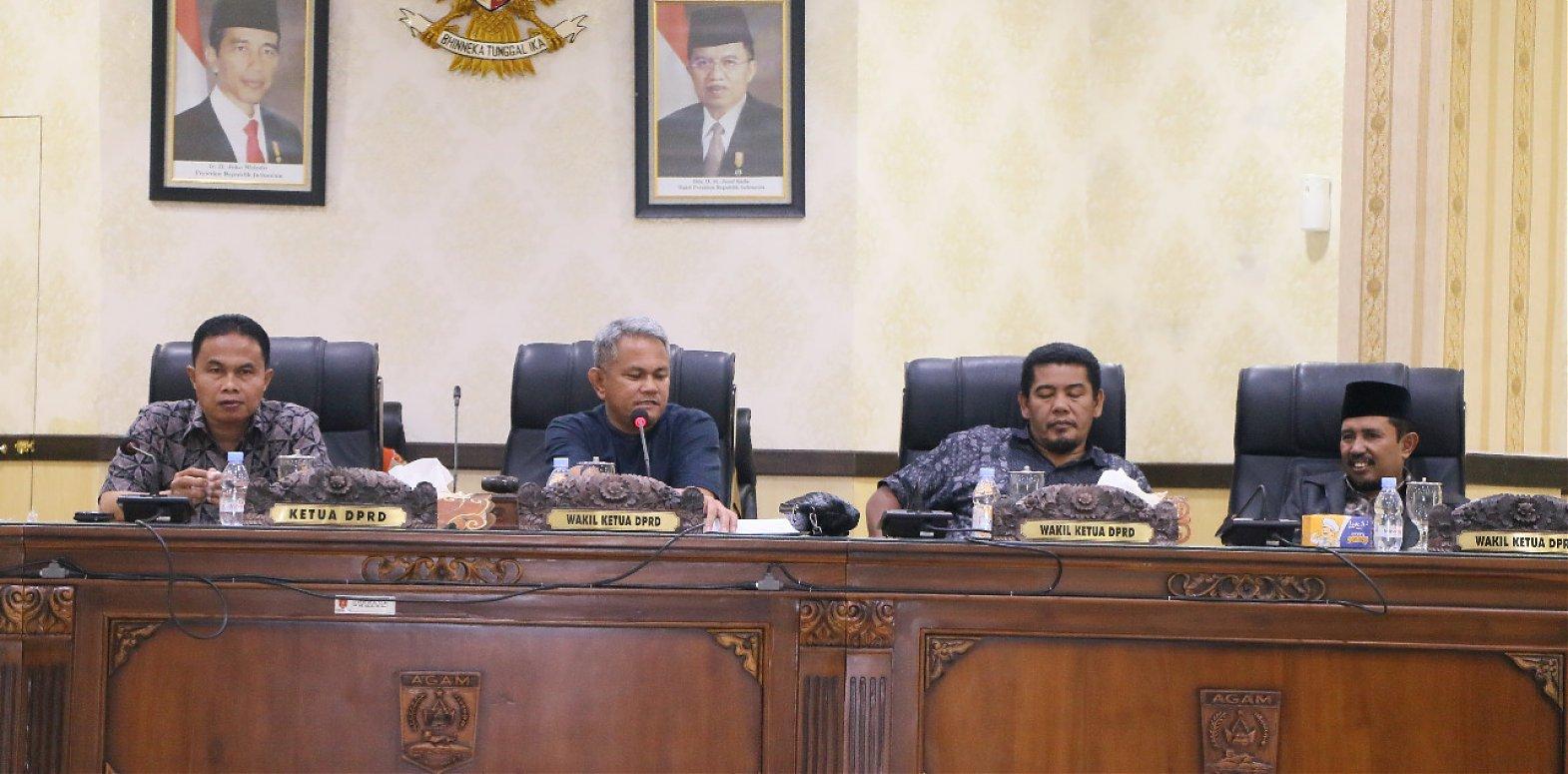 Komisi I Dprd Agam dalam rapat Paripurna internal