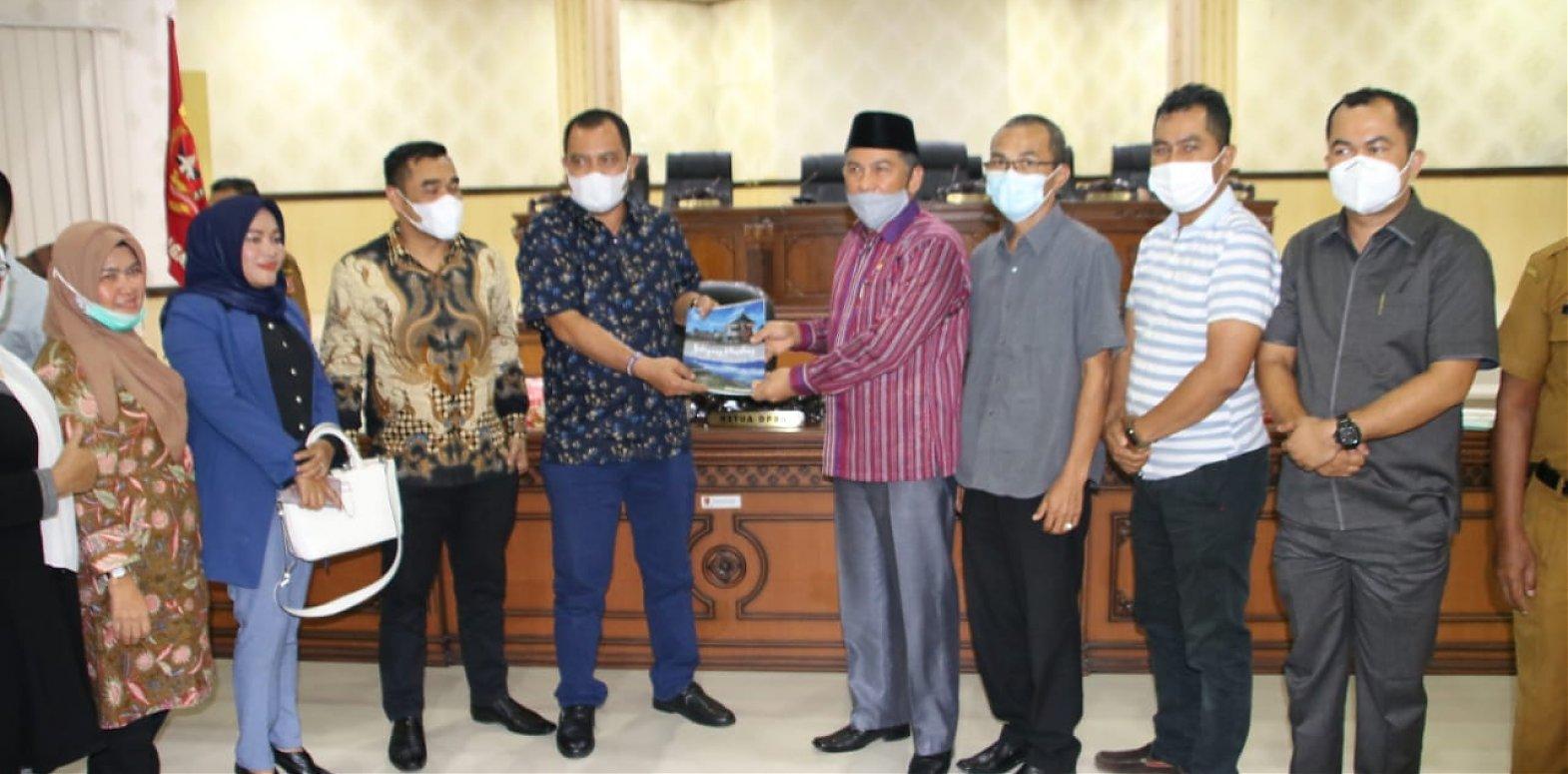 Kabupaten Agam Terima   Kunjungan Komisi II dan Komisi IV DPRD Kabupaten Madahiling Natal