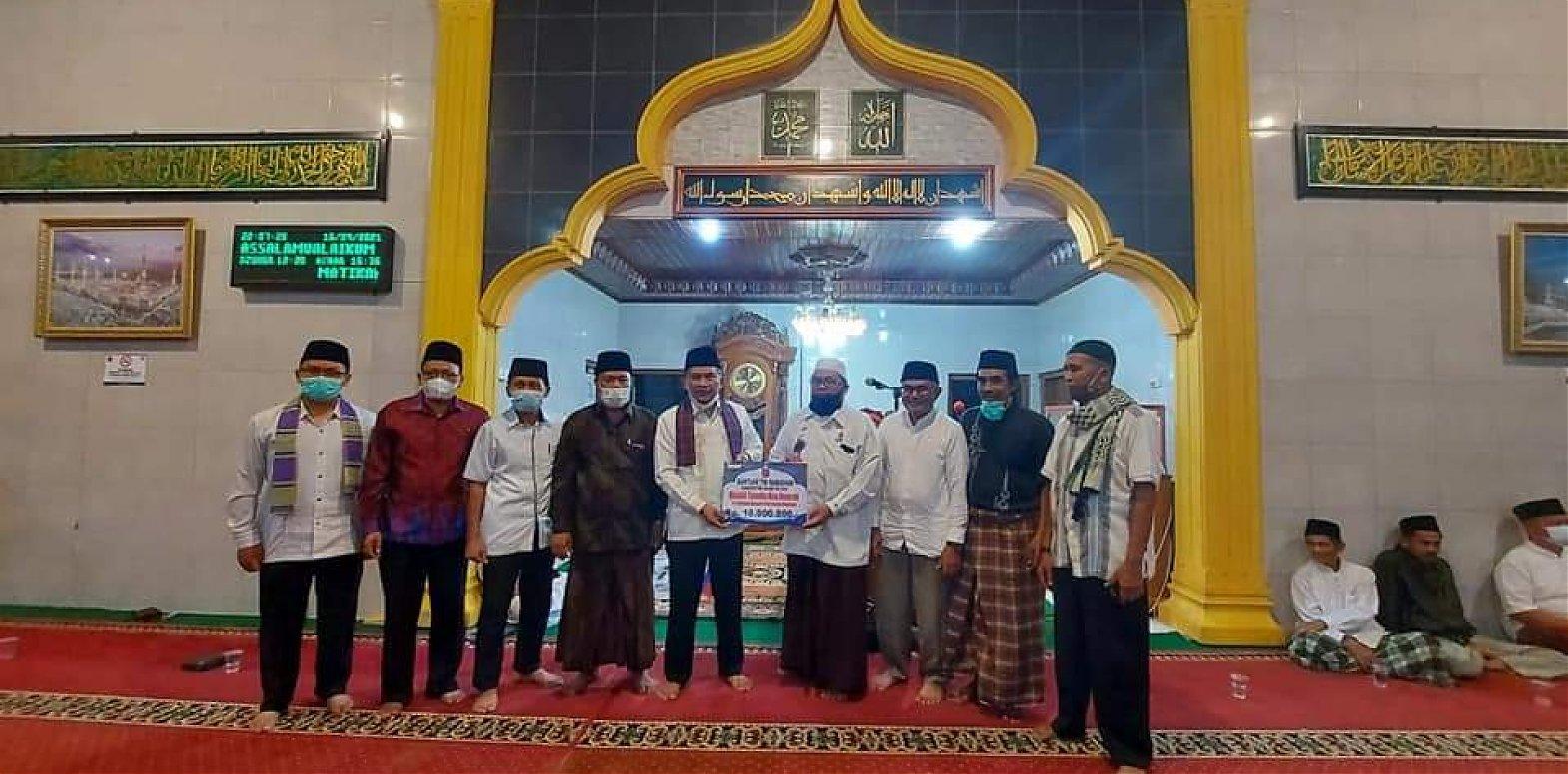 Jalin Silaturahmi, TSR Agam Juga Salurkan Bantuan Untuk Mesjid Tuanku Nan Renceh Kamang Mudiak