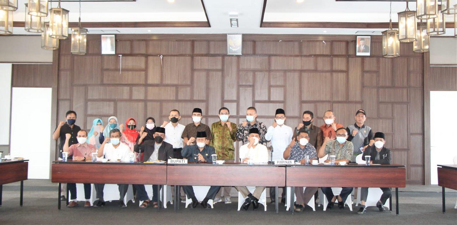 Rapat Panitia Khusus (Pansus) RPJMD DPRD  Kabupaten Agam Di Hadiri Oleh Bupati Agam, Dr. Andri Warman,MM